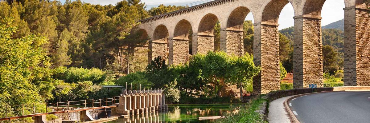 Villages de provence fontaine de vaucluse et son gouffre - Fontaine de vaucluse office de tourisme ...