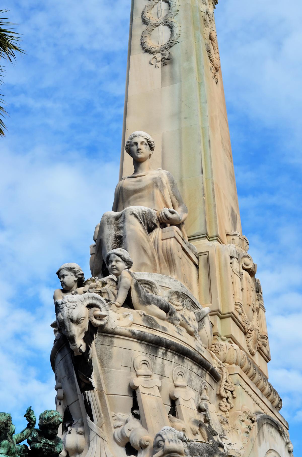 monuments marseille   la gare st charles et son escalier de sculptures